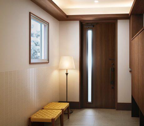 断熱仕様の玄関ドアで玄関を快適にする