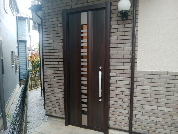 ガラスのある玄関ドア