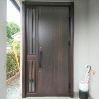 昭和の時代によく見られたデザインのドアをリフォームするとこんなに見違えます【LIXILリシェントM17型】