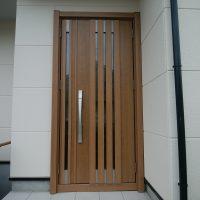 カバー工法でもドアの開く向きを変えられます【LIXILリシェントM27型】