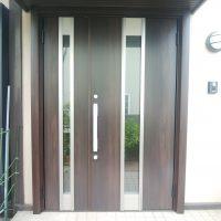 積水ハウスの木製玄関ドアをリシェントでリフォーム【LIXILリシェントM77】