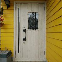 ドイツ張りの外壁に合う玄関ドアにリフォーム【LIXILリシェントD41型】