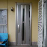 コロナ感染予防のために外を歩いた靴が気になるなら玄関を換気できるドアにすることができます【YKKAPドアリモC07T】