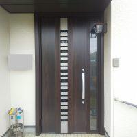 エス・バイ・エルの建物で玄関ドアを採風ドアにリフォームしました