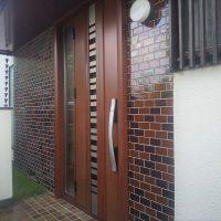 片袖枠で袖ガラス側に丁番が来るドアも玄関ドアマイスターなら作れます