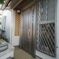 玄関ドアと勝手口ドアの両方を1日で交換できます