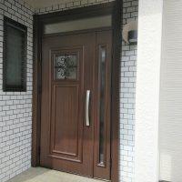 玄関ドアを交換するだけでおうちの印象が大きく変わりました【YKKAPドアリモE03】