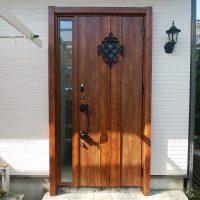 片袖ドアなら親子ドアより玄関内が明るくなります【LIXILリシェントD77型】