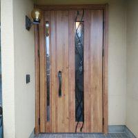 玄関ドアを変えるとここまでイメージが変わります【YKKAPドアリモE09】