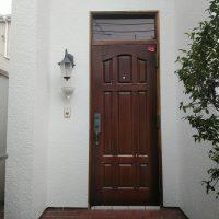 木製の玄関ドアは再塗装すると木目が見えなくなってしまいます【マイスター社長ブログ】