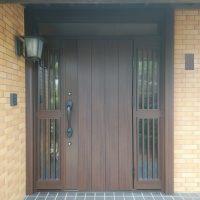 両袖ドアのリフォームでドアの幅を広くしました【YKKAPドアリモN08】