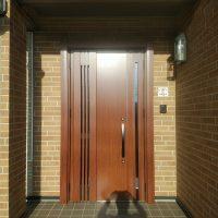 住友林業の木目シートが傷んでしまった玄関ドアを交換【LIXILリシェントM83型】