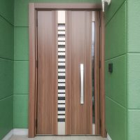 玄関ドアと勝手口ドアを1日で換気ができる断熱ドアに【LIXILリシェントG82型】