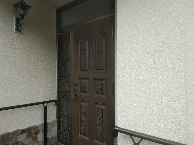 防犯性の低いポスト付き片袖ドア