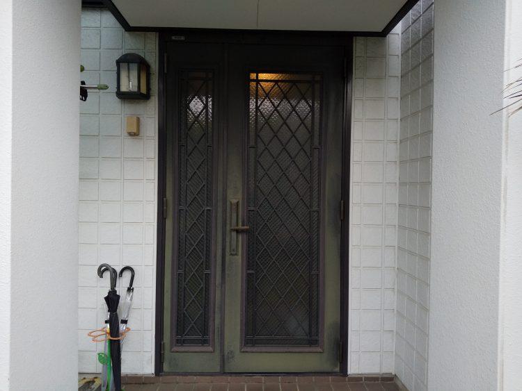 レバーハンドルの玄関ドア