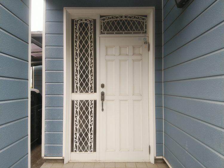 サムラッチ錠の玄関ドア