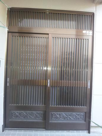 (施工前)この引き戸を開き戸に交換します