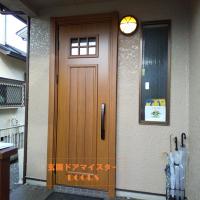 ウッディなデザインのドアにしたら明るくなりました【YKKAPドアリモE01】