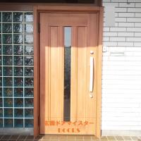 ガラスブロックの部分は残してドアを交換リフォーム【LIXILリシェントC12N型】