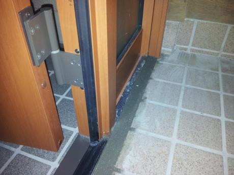 このように小さな段差も付けずに工事するのが玄関ドアマイスターのこだわり!(^^)!