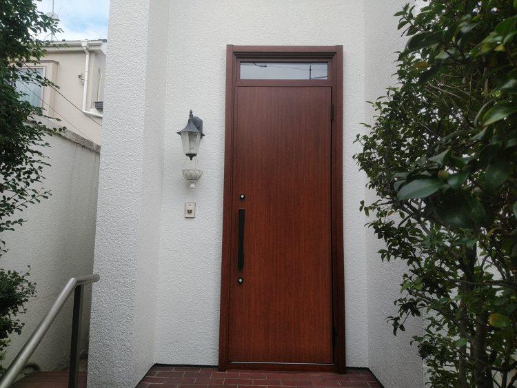 おしゃれな木製のドア