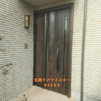 向きが悪くて入りにくいドアは逆開きにできます【LIXILリシェントG12型】朝霞市の工事事例